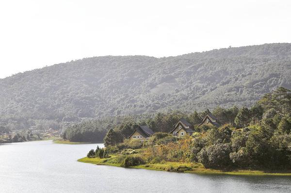 5-resort-xinh-ngat-ngay-voi-view-nhin-ra-ho-tuyen-lam-lang-man-o-da-lat-20
