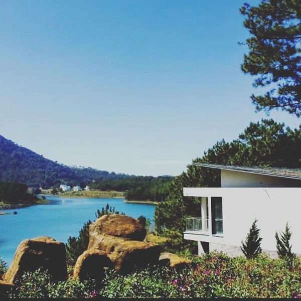 5-resort-xinh-ngat-ngay-voi-view-nhin-ra-ho-tuyen-lam-lang-man-o-da-lat-3