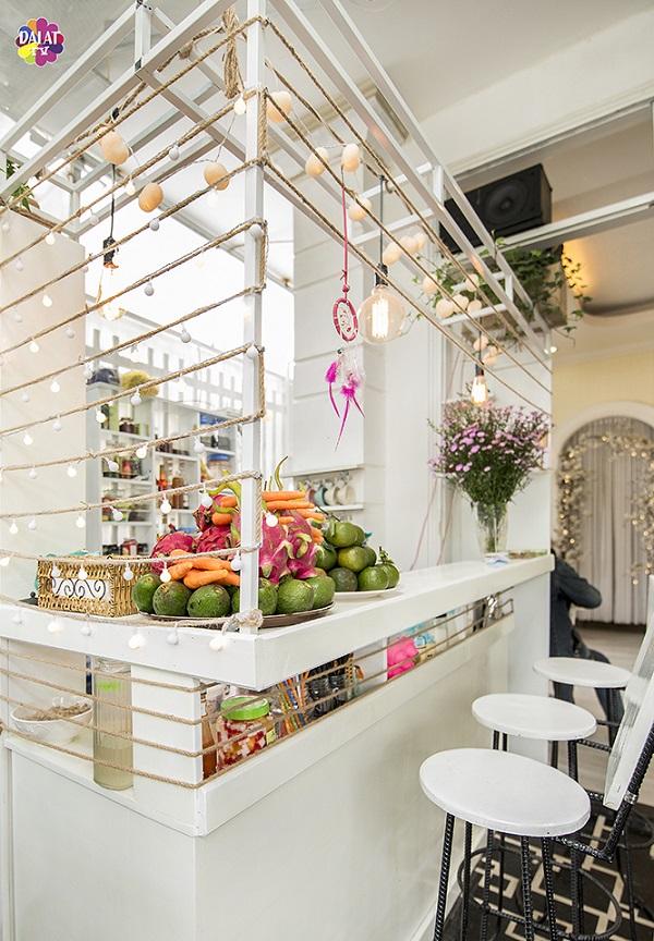 da-lat-check-ngay-quan-cafe-moi-toanh-ngan-goc-song-ao-13