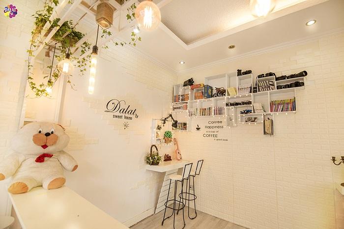 da-lat-check-ngay-quan-cafe-moi-toanh-ngan-goc-song-ao-3